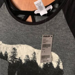 Tilly's Tops - Bear Graphic tee